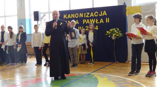 16.04.2014  Uroczystość szkolna z okazji kanonizacji Jana Pawła II