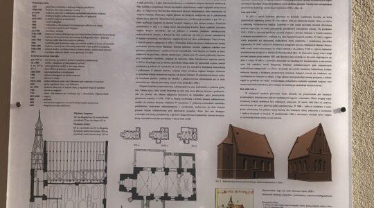 Tablica informacyjna na kościele